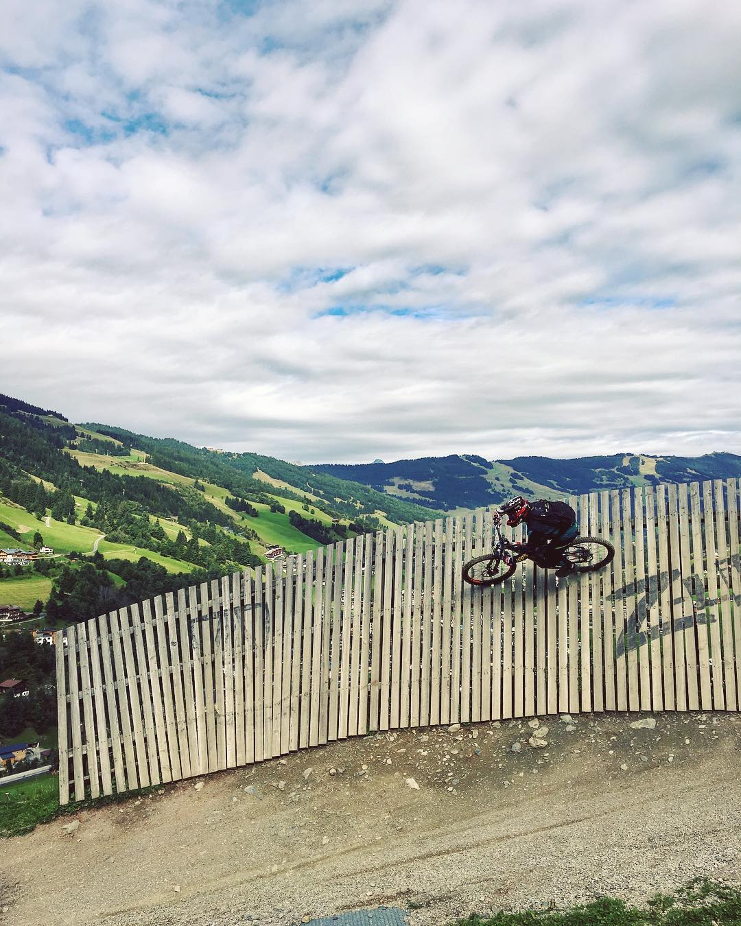 Happy Friday! @derestricted taking the high line into the weekend 🏁 #haibike #xduro #emtb #emountainbike #ebike #saalbach #officelife #agencylife
