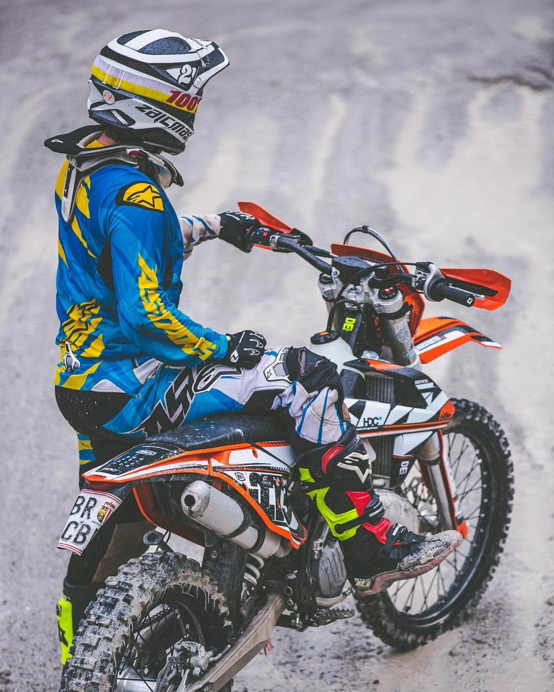 It's been a while since we did some Motos, eMTB has kind of taken over, but @tschugg23 's annual G-Mountain cup is approaching and we can't wait to dust off the cobwebs! #ktm #moto #ride100percent #enduro