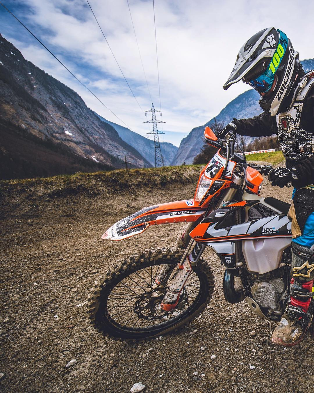 Flashback to @xbowlarena and ripping laps with @zajcmaster . #moto #enduro #ride100percent