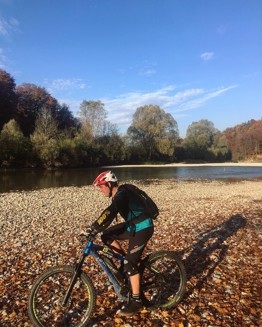 Perfect autumn conditions for a quick HDCM team blast around the e-ZR loop this evening.. #haibike #ride100percent #emtb #mtb 📷. Christian P
