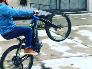 A little too busy for a proper #fridayrideday this week so we did a few turbo wheelies around the block instead :) #haibike #mtb #emtb #nduro