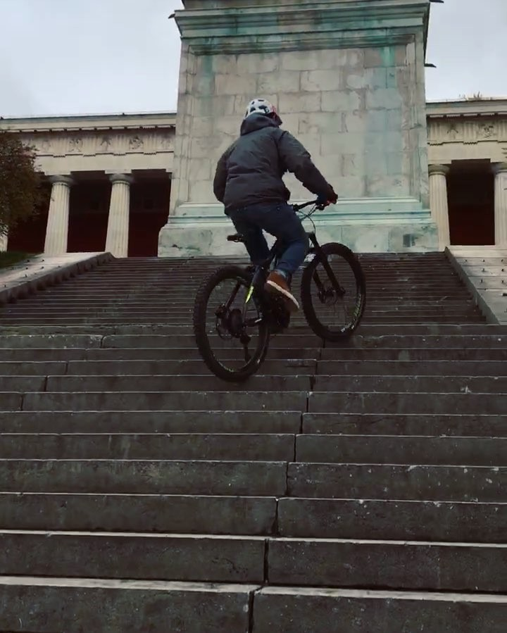 Slippery Munich double stair set on the way back from a meeting :) #haibike #yamaha #pwx #xduro #nduro #emtb #weareeperformance #ebike #ride100percent #brisker 📷 @benna292