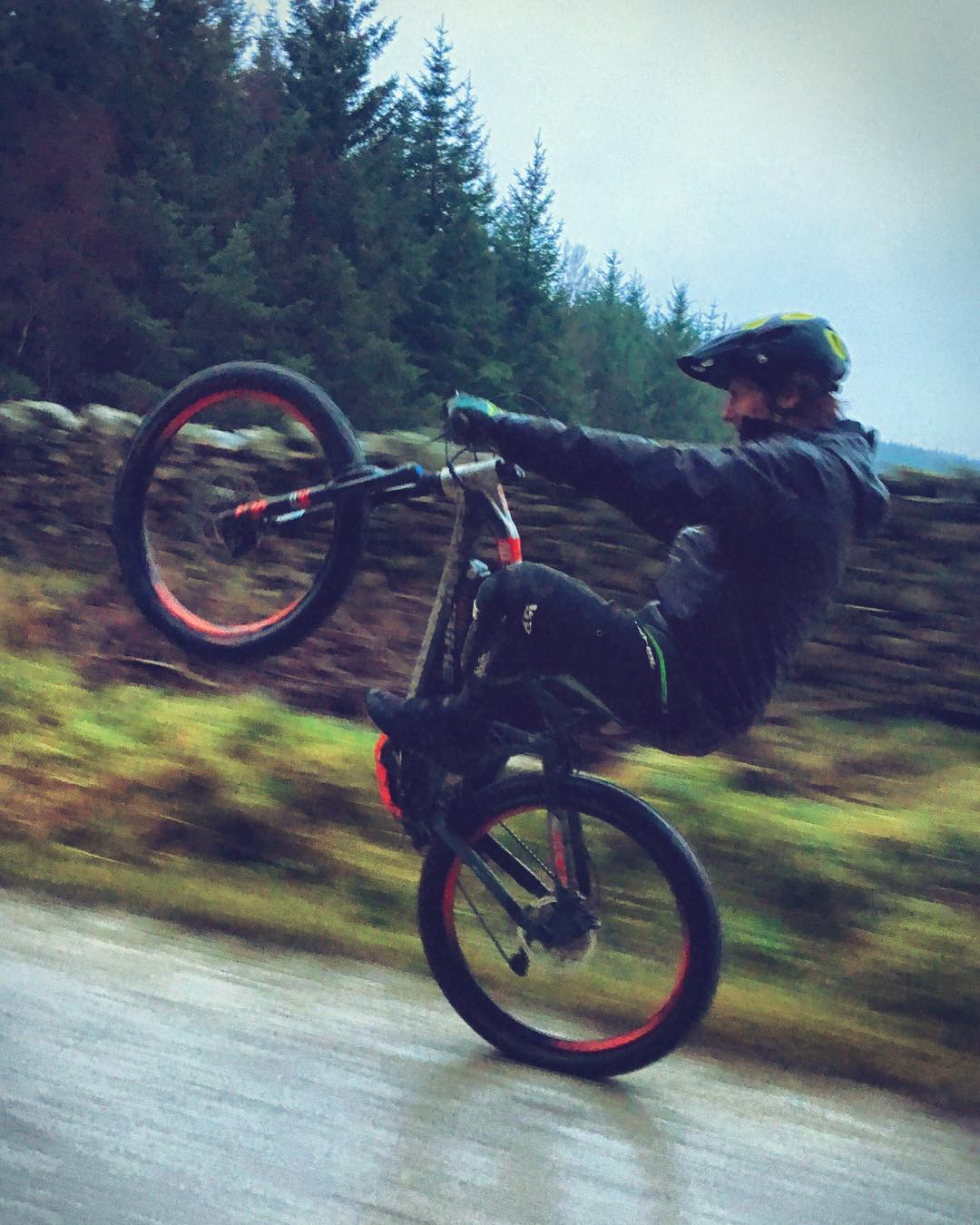 Some #wheeliewednesday action from the Green lanes of the UK with @paulboltsenduro and @haibikeuk 📷 @hdc_m #haibike #emtb #xduro #mtb #enduro