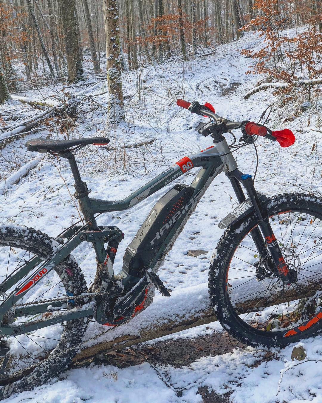 Snow riding is way better than no riding! The 2.6 Magic Marys hook up great in the snow, and the 80Nm of torque from the excellent Yamaha PW-X-Motor helps you keep enough momentum to fly along, up and down any trails! #cantstopwontstop #haibike #emtb #ebike