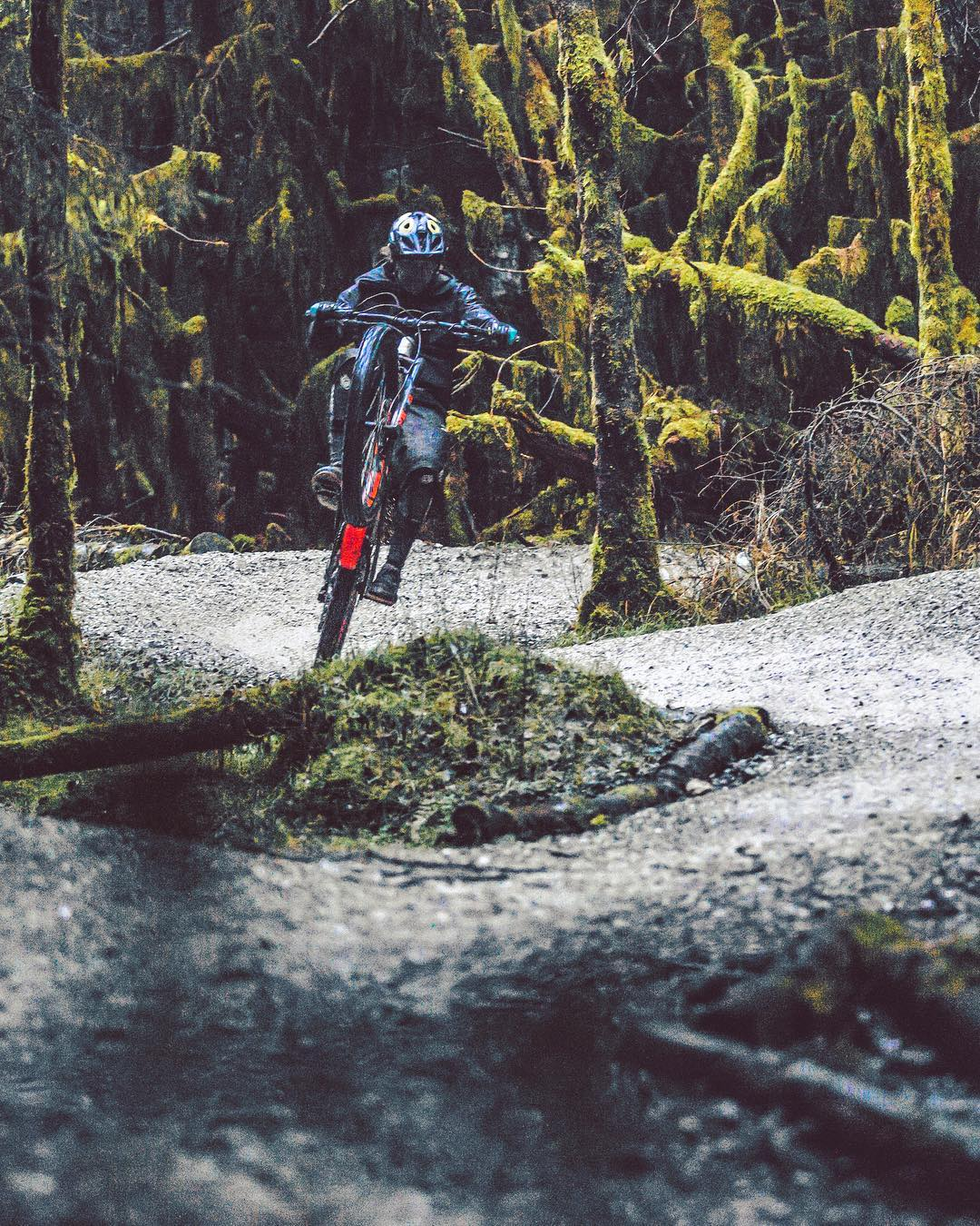 Messing around in some dark woods on a fun and rainy shoot with @paulboltsenduro #haibike #xduro #emtb #nduro #ebike