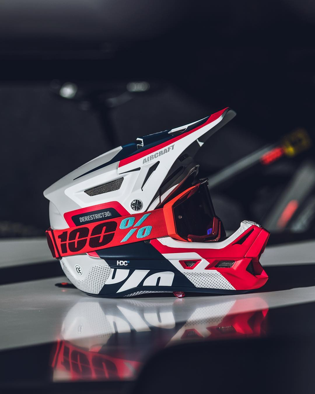 Looks fast as fook! Another sweet lid from 100% #mtb #enduro #downhill #emtb #ride100percent