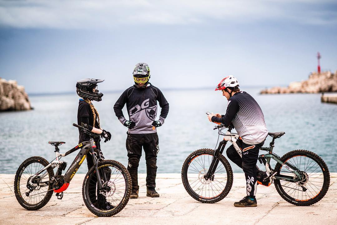 Chit chat. #eeebing #emtb #haibike #losinj #enduro #nduro #weareeperformance