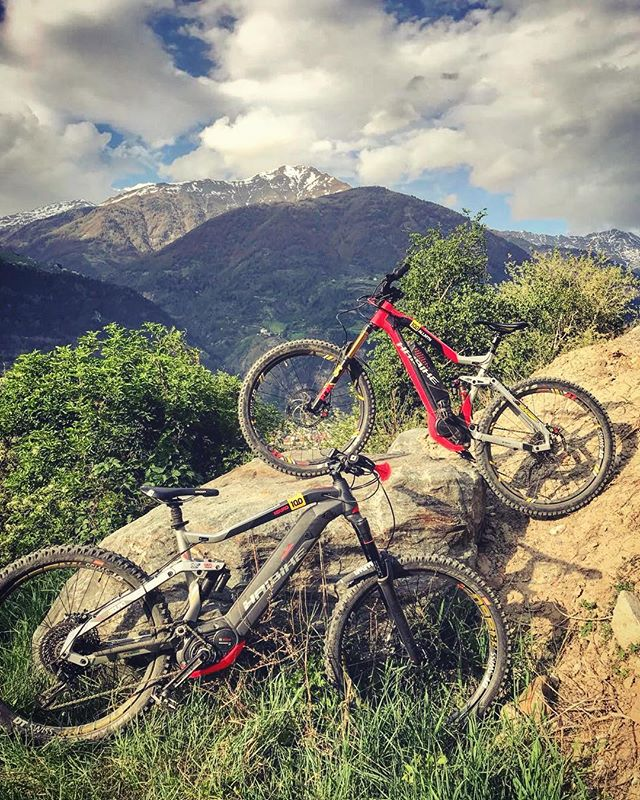 HDCM crew members @hendrikschaefers and @chris_ko19 enjoying the long weekend on the epic trails in Latsch! #emtb #ebike #haibike #enduro #weareeperformance