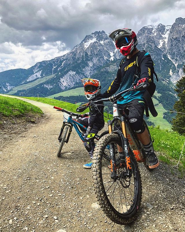So fun riding with this little monkey but he is getting a little too fast for those little wheels 🙈 #ride100percent #haibike #mtb #ebike