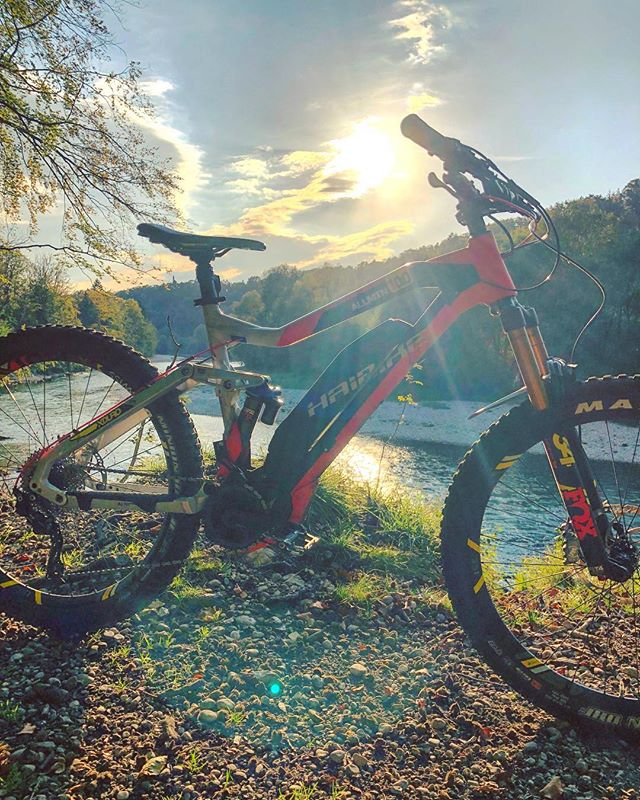 Best way to end the week! Nice ride with @chris_ko19 @hdc_m ! #ride100percent #haibike #eebit #emtb #ebike #fridayrideday
