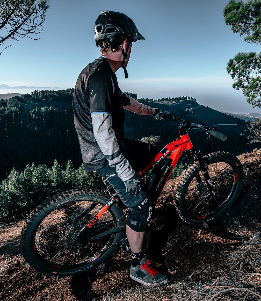 """My AllMtn 2.0 has opened up a whole new world of riding spots I would have never explored without it"" – @tomcardymtb // 📷 @hdc_m #emtb #ebike #mountainbiking #emountainbike"