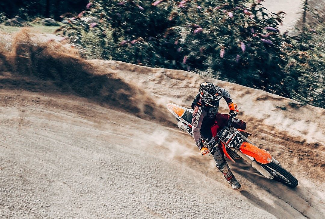 On the gas on the #450sxf 📷 @zajcmaster #ktm #moto #ride100percent