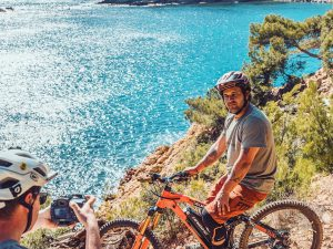 Trying to combine a photo and video shoot at the same is usually quite tricky under normal circumstances, but it often works quite well when I do it together with my little bro @lsp18 although he does often steal my shots 😂 // representing @hdc_m for @haibikeofficial #emtb #photoshoot #haibike