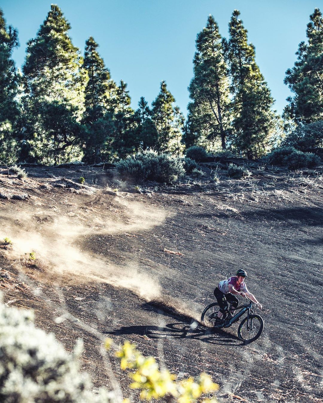 Sam letting me capture his inner snowboarder whilst shredding this volcanic Loam slope in Gran Canaria during an epic weeks trip a few months back. #photoshoot #throwbackthursday #emtb #haibike #eebit