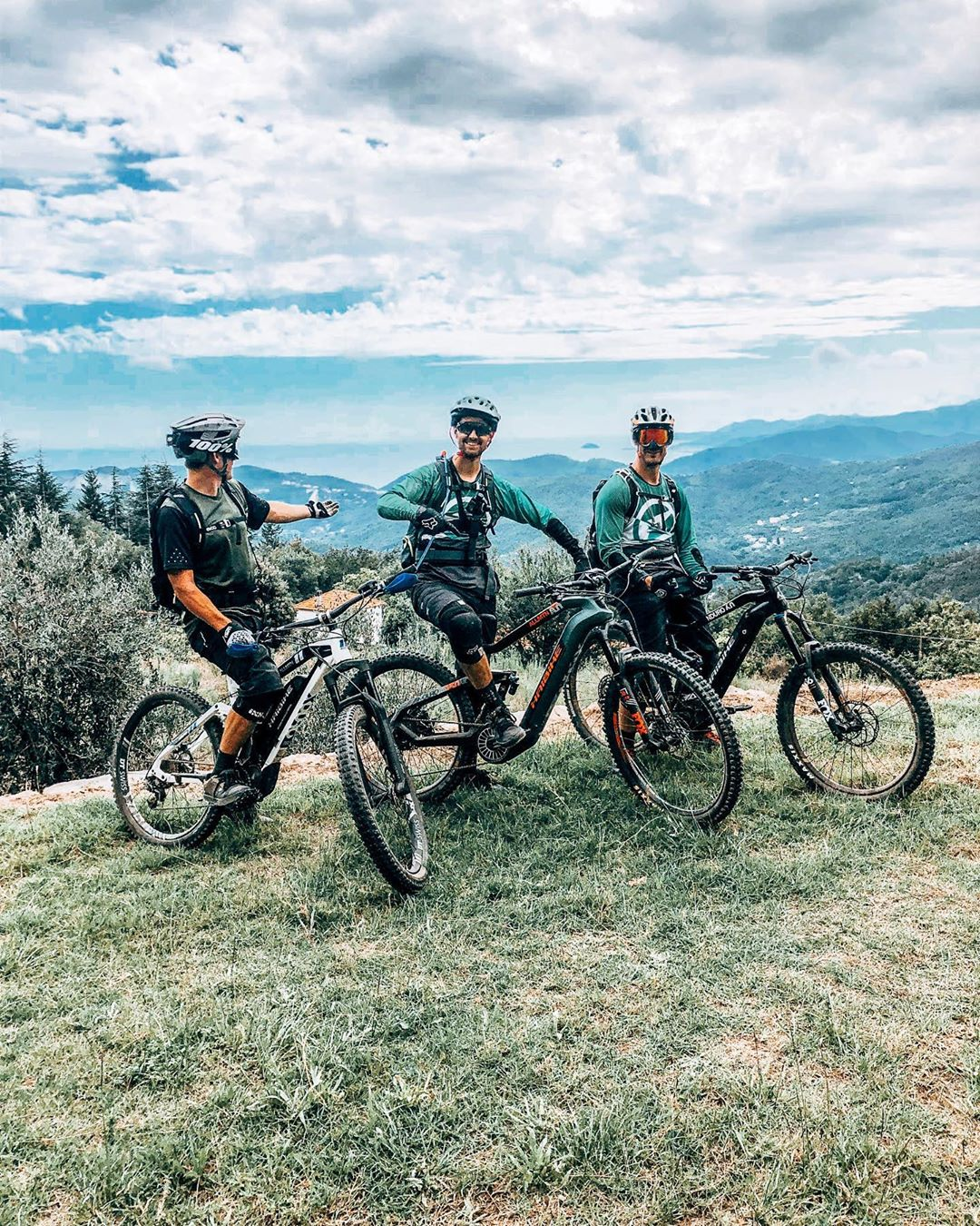 Testing bikes with @robridesemtb and @thebikepilot in Bella Italia! #emtb #ebike #haibike #enduro #flyon #ride100percent