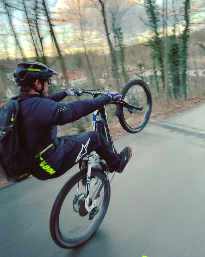 I guess I should probably start posting some other content soon. Just love mannies at the moment, especially on steep hills! 😂🤷🏽♂️ 🎬 @hendrikschaefers  #manual #isartrails #ride100percent #eebit #werollin #downhill #sendit #lovesbackwheel #haibike #aftonshoes #fridayrideday #magura #mt7 #dtswiss