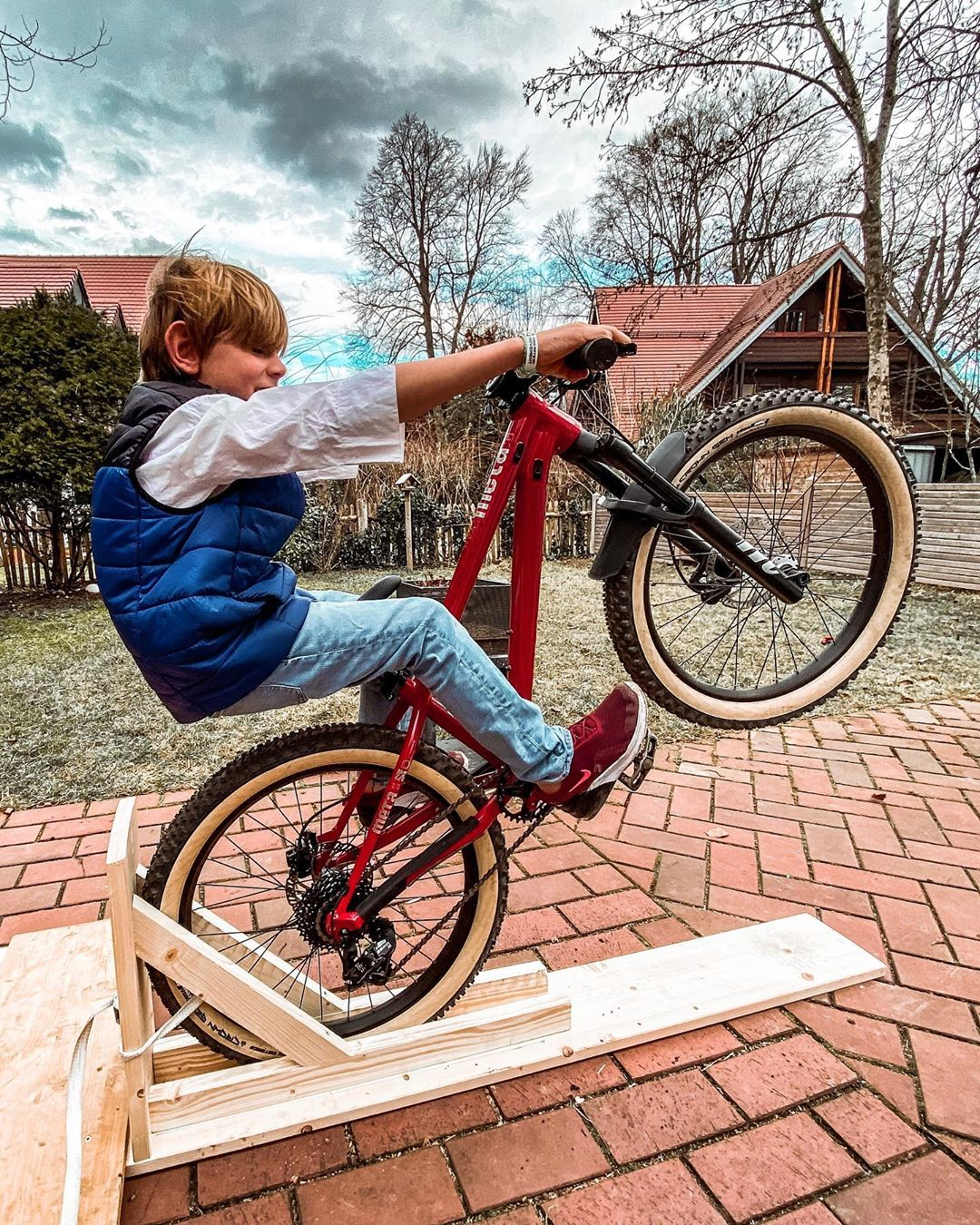 Thanks to @zimblake and @tomcardymtb for the inspiration and YouTube tutorials on how to make a Manual machine! Fast learning curve on that thing for my kids!