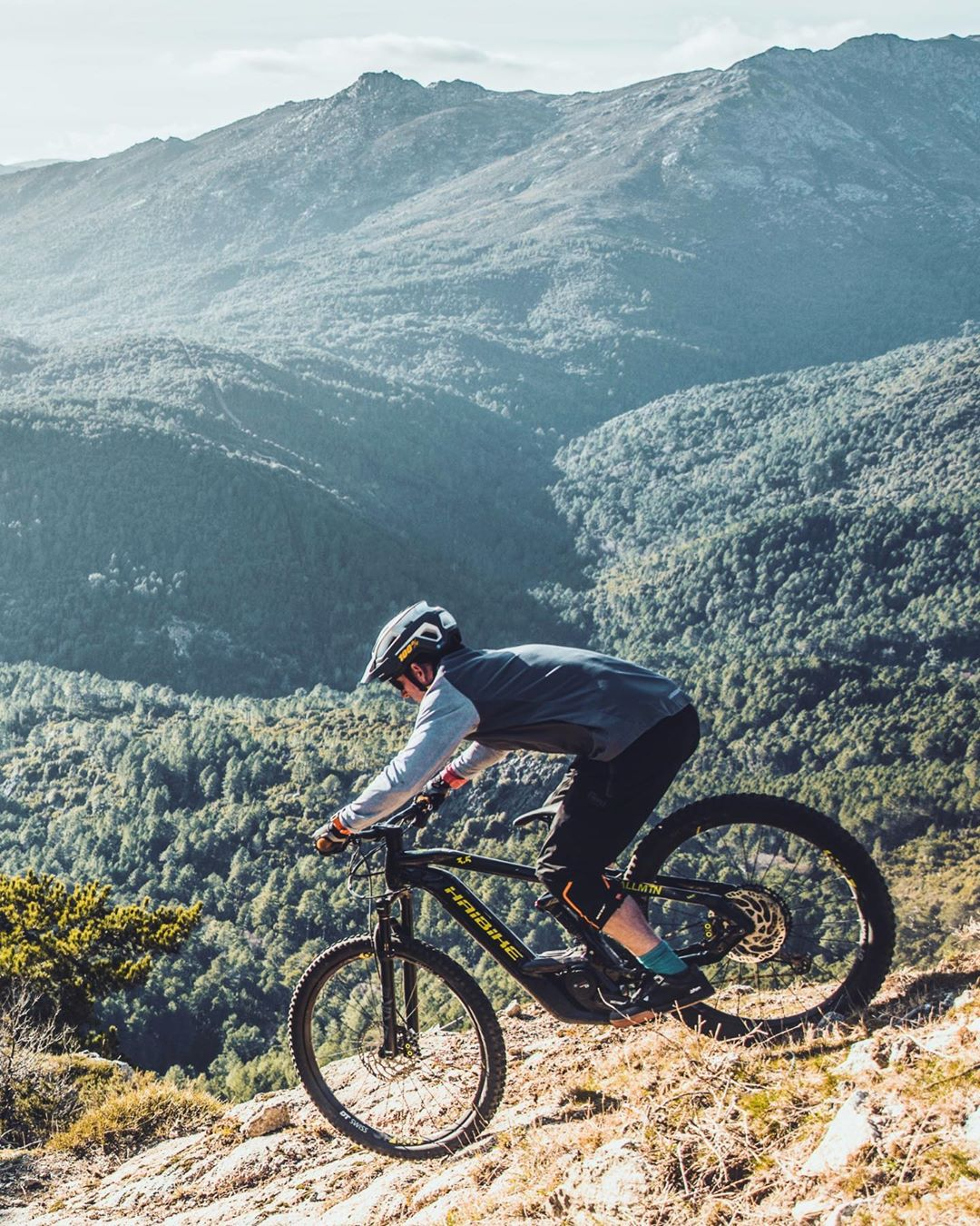 What an incredible island Corsica is. After a week there we barely scratched the surface of what it offers. Hoping to return! 📷 @yannickgranieri #emtb #ebike #enduro #ride100percent #eebit #mtb #mtbcorsica #downhillmtb #allmtn #allmountain